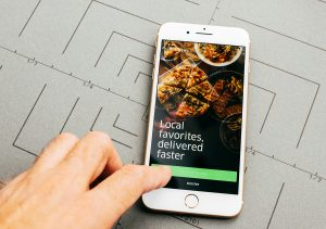 Your Guide to Choosing a Food Delivery Service for Your Restaurant